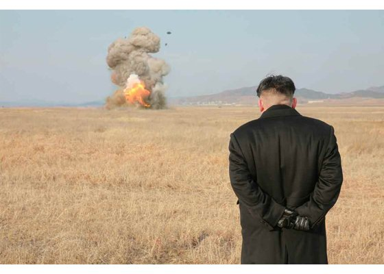 Kim Jong-un observing a Bulsae-2 missile test. Bruh going out of his way to look like a Bond villain. https://t.co/lc4RYzGnUb