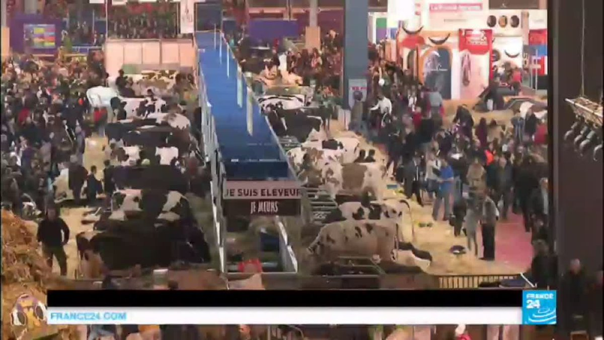 VIDEO -  France agriculture show: PM Valls faces angry farmers during his visit