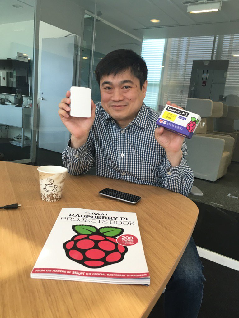 Excited to be in the 'other Cambridge' sharing 1st US raspberry pi 3's with @Joi from MIT :-) @Raspberry_Pi https://t.co/7ENiF2cz6h