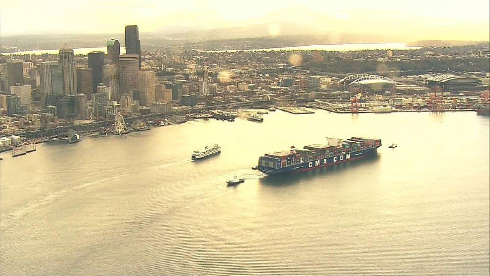 Ferry Tacoma and Ben Franklin (container ship) enter the har(bor)... #Seattle (photo by: @komonews) https://t.co/DDl4NyzvBv
