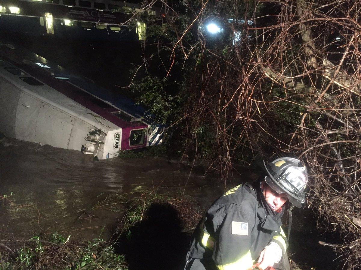 Sunol: Train derailment. Rescue in progress. @AlamedaCoFire, @FremontFire, @CAL_FIRE, @CHPDublin on scene https://t.co/TszJpQJ1G8