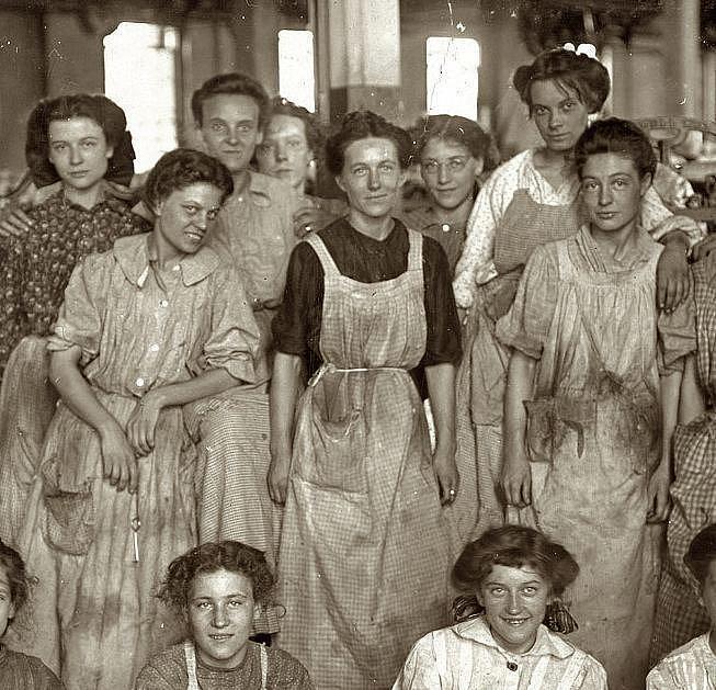 No olvidemos que hoy se conmemora el día de la mujer trabajadora por las 146 obreras quemadas en una fábrica de EEUU https://t.co/fHW7LMyqrT