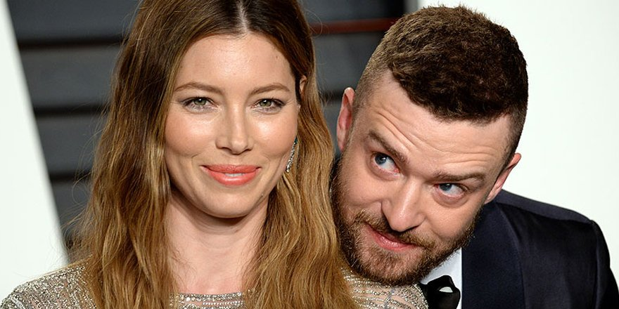 Jessica Biel and Justin Timberlake adorably ham it up at the Vanity Fair Oscars party