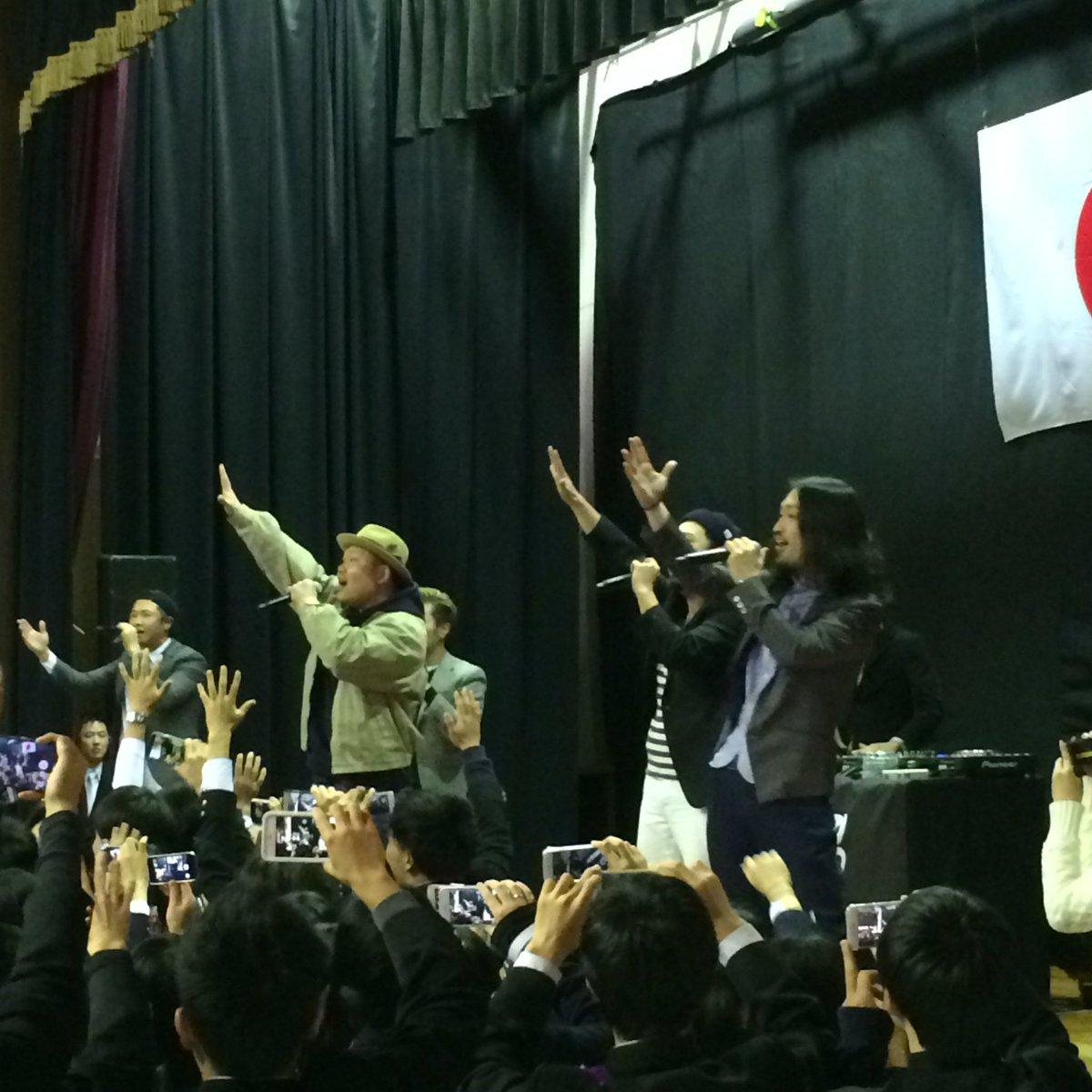 今日は、鳥取城北高校の卒業式にお邪魔しました!卒業生のみなさん、ご卒業おめでとうございます! #ETKING #Ideologie #鳥取城北高校 https://t.co/LasMS0mZ3f