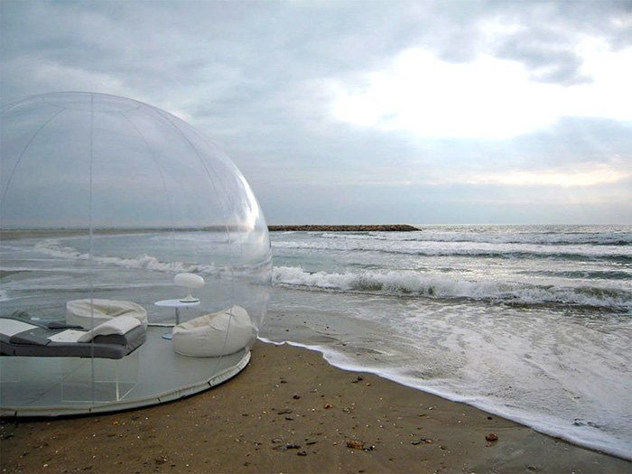 Sleep under the stars in this see-through tent  https://t.co/Q21xz0hc6J https://t.co/1ASt6xeKxj