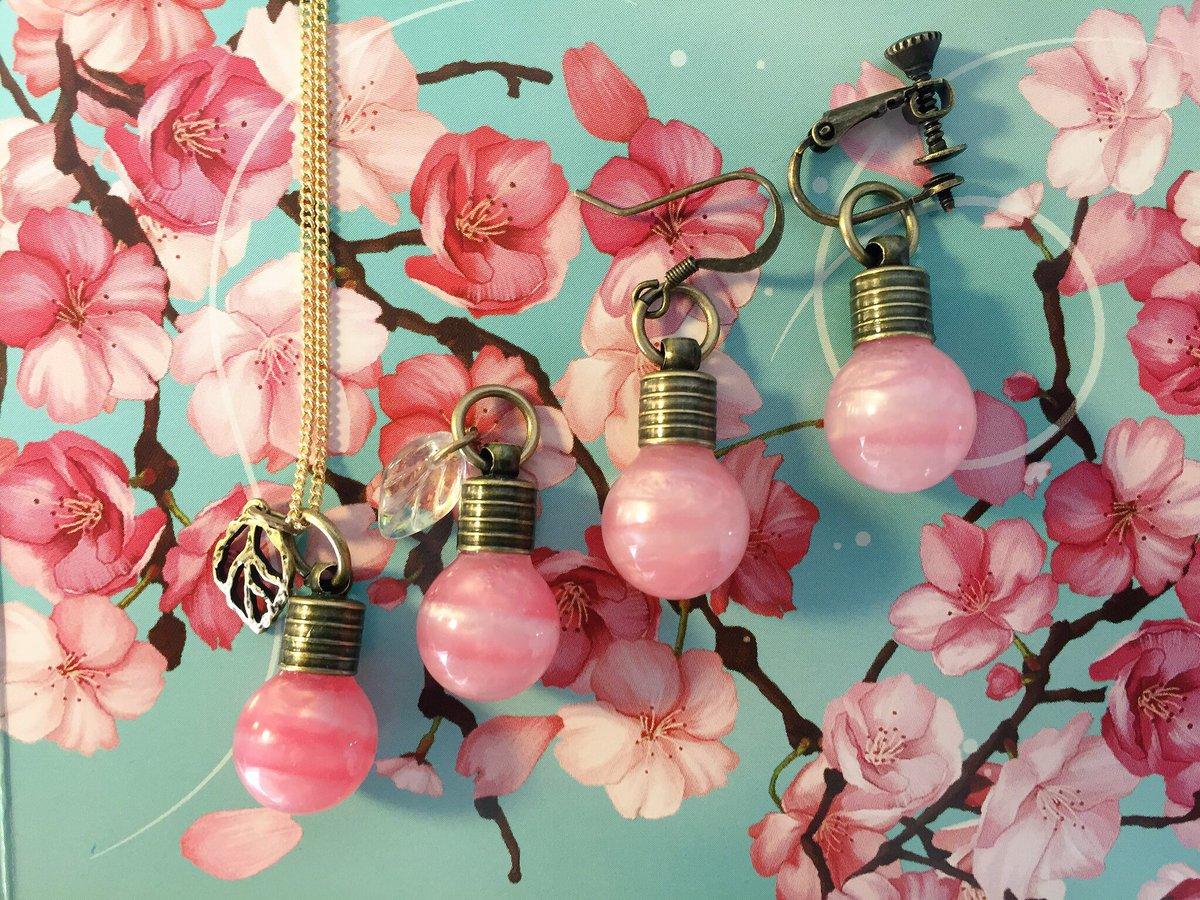 ※先行プレゼント企画※  ・電球型 「桜モチーフネックレス」  抽選で1名様に、画像4柄の内1つをプレゼント!  ・添付の注意事項をご覧の上、ふるってご応募下さい