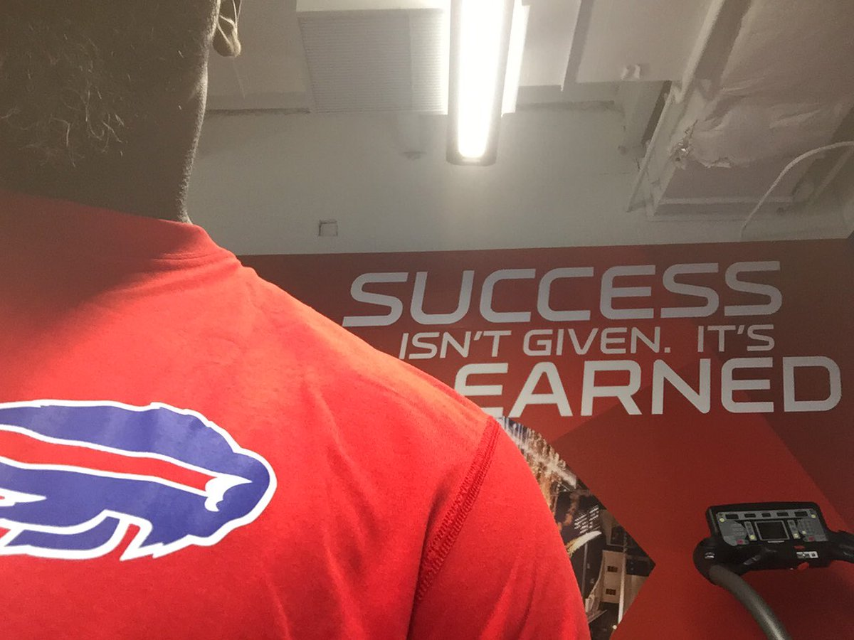 Love what you do! #CoachTag #Bills #Legendaryorganization #Honored 1st day on the Job #Gymflow https://t.co/B1M2CNuCmw