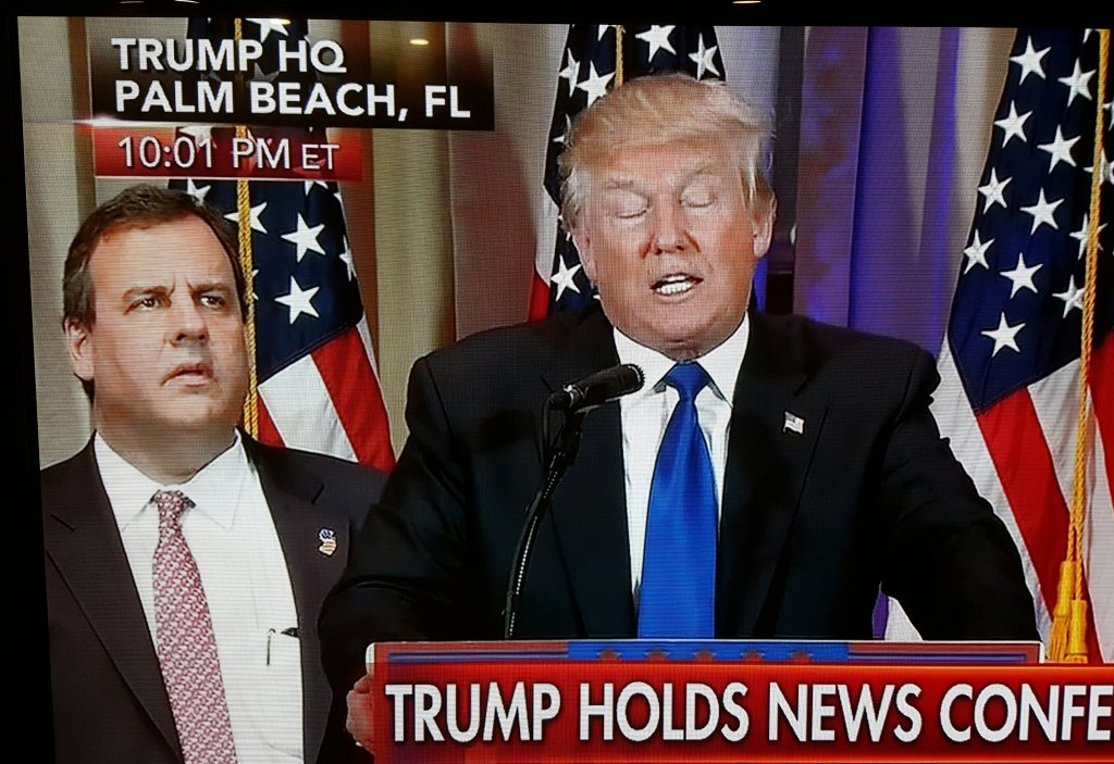 Heads up, Twitter! We are witnessing the birth of HUNDREDS of new Chris Christie memes! #amwriting #SuperTuesday https://t.co/keFtdrFXAh