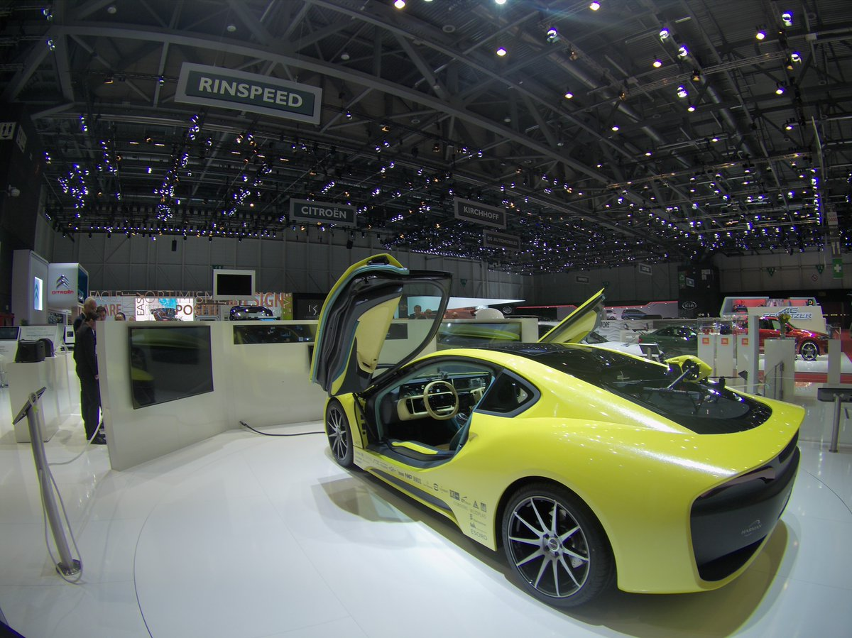 Good morning #Geneva! Ready to jump into the #action? Meet the #conceptcar @rinspeed #Etos & #TomTomBandit! #GIMS https://t.co/1SXKRUqUKt