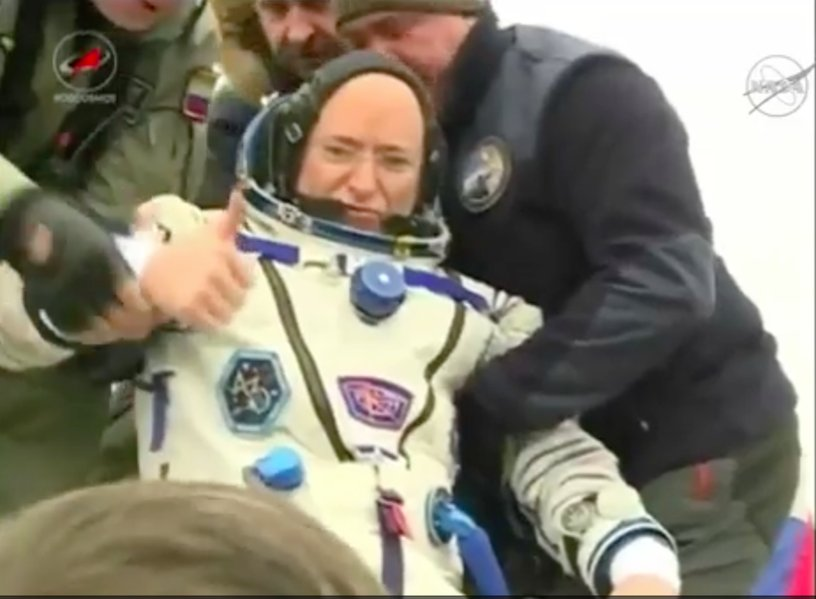My brother @StationCDRKelly is back home on our planet! #YearInSpace https://t.co/iXlhN4QGlj