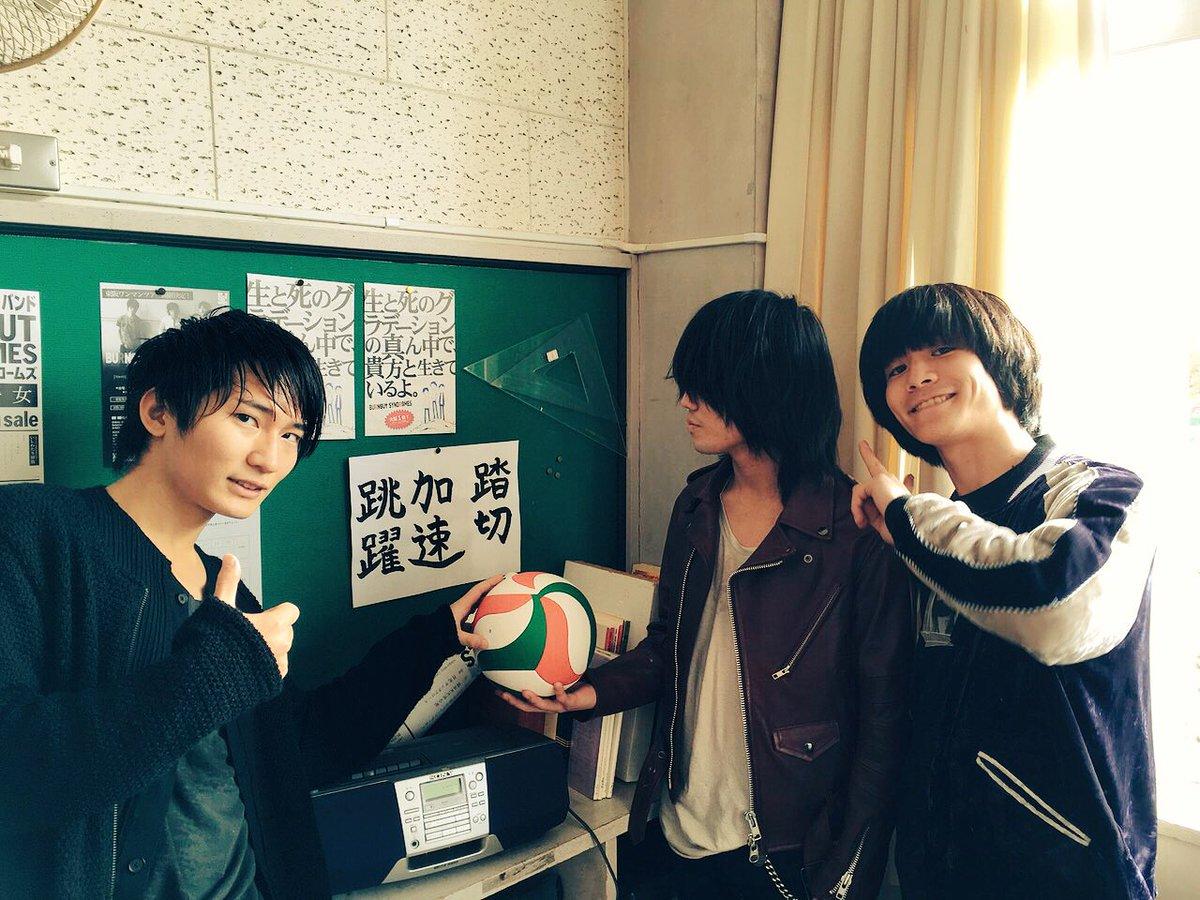 【2016年3月2日メジャーデビューしました!】  俺達3人でバーンアウトシンドロームズっていいます。 中学1年生の時から組んでます。 出会ってくれてありがとう!  【6月の東名阪ツアーファイナルシリーズもよろしくね٩(˙▿˙)۶】 https://t.co/1rM6jhNskm
