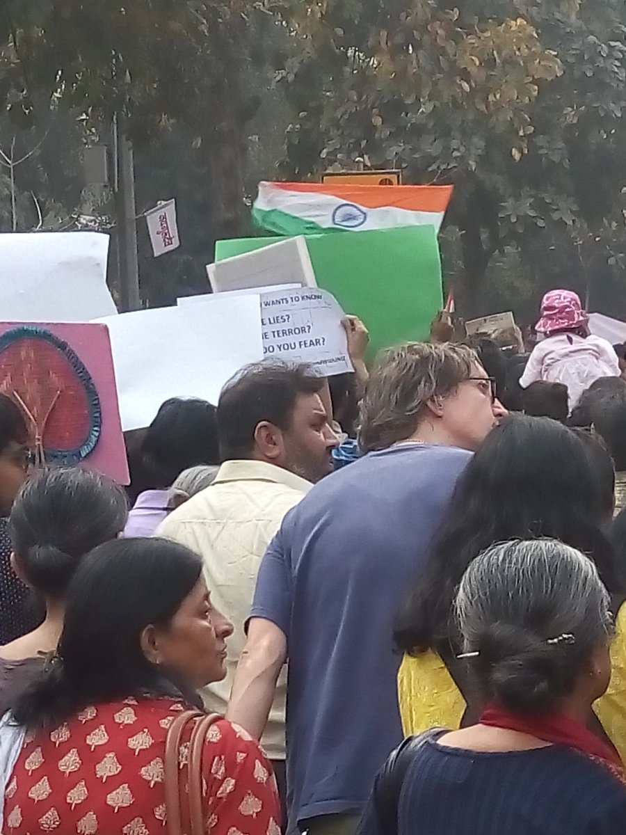And yes, the tricolor too. #standwithjnu https://t.co/FpTfipNLzU