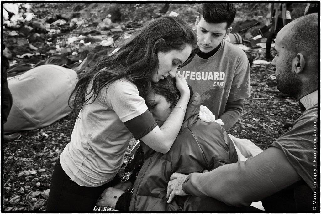 Mujeres y niñas refugiadas: el PE celebra el #IWD2016 centrándose en los más vulnerables. RT para mostrar tu apoyo https://t.co/ccgpy9wBTr