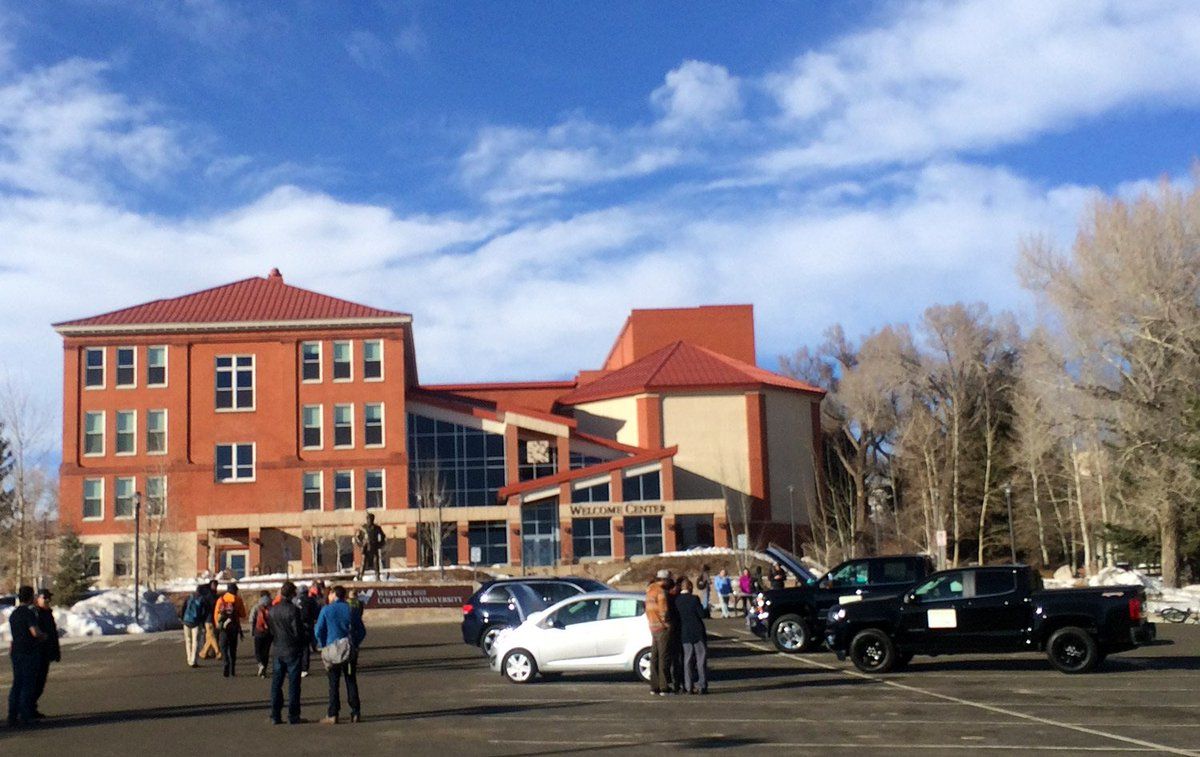 .@TimWJackson Caught a quick pic of the Green Car & Cool Car Caravan kickoff at @WesternColoU in Gunnison! https://t.co/xA7ywlJbKJ