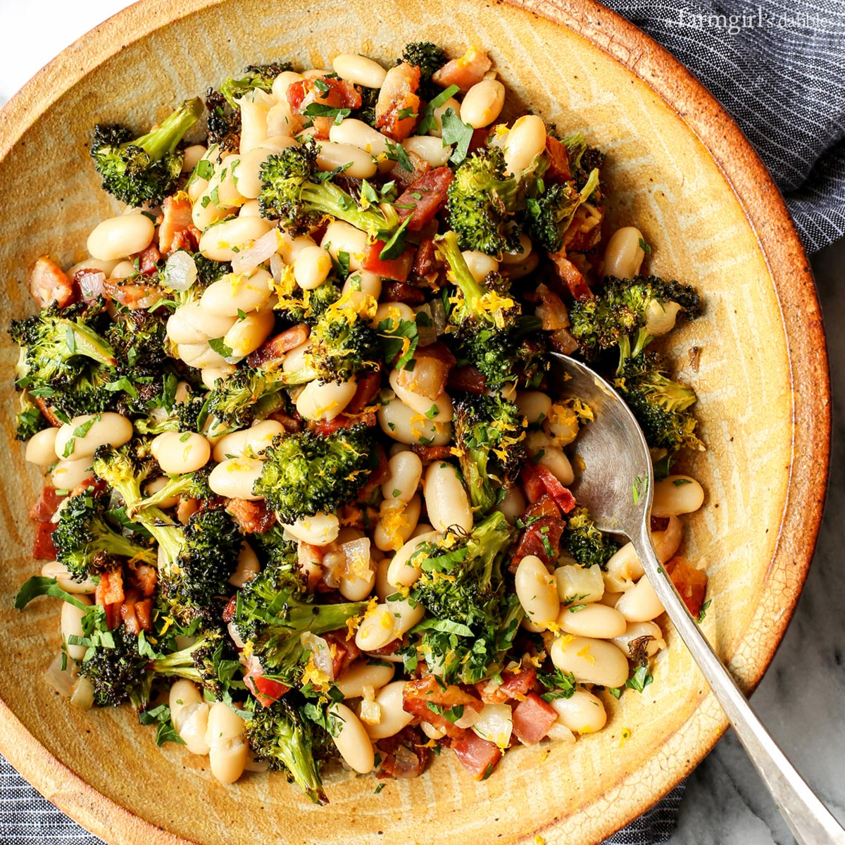 New! Lemon Broccoli with Beans and Bacon recipe + a day in the kitchen with @amanda_paa >>> https://t.co/lFAYeUmdF6 https://t.co/FQokfmHLpC