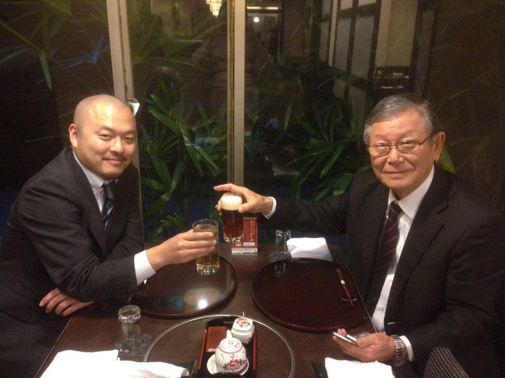 同じく退職される長谷川先生と呑む♥️ https://t.co/arljAkc6r5