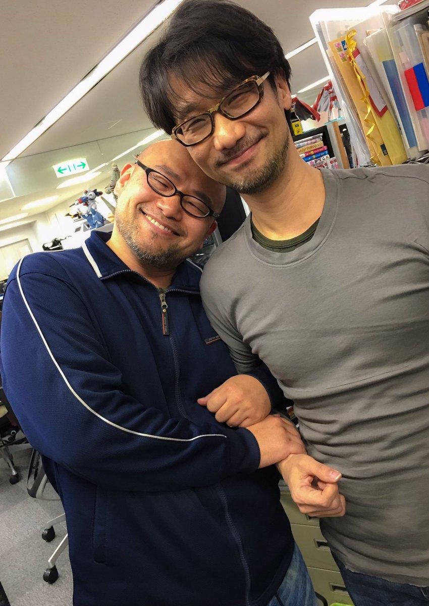 すみません…実はこの会社用のジャージ…一年以上洗ってないんです… RT @Kojima_Hideo 神谷さんとのツーショット。 https://t.co/qmOVBaxnWB