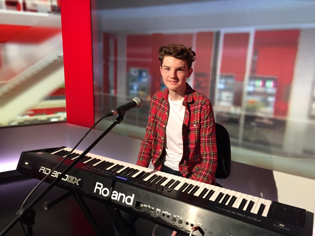 The hugely talented @harrygardner_ plays the song he wrote for his Nan who has Alzheimer's. A must see. @bbclookeast https://t.co/XQUmwW8kN1