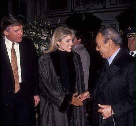 المرشح الأمريكي Donald Trump (مع زوجته السابقة) يستقبل الحسن الثاني بفندق بنيويورك في 28 يناير 1992 https://t.co/ZtThMrlYkU