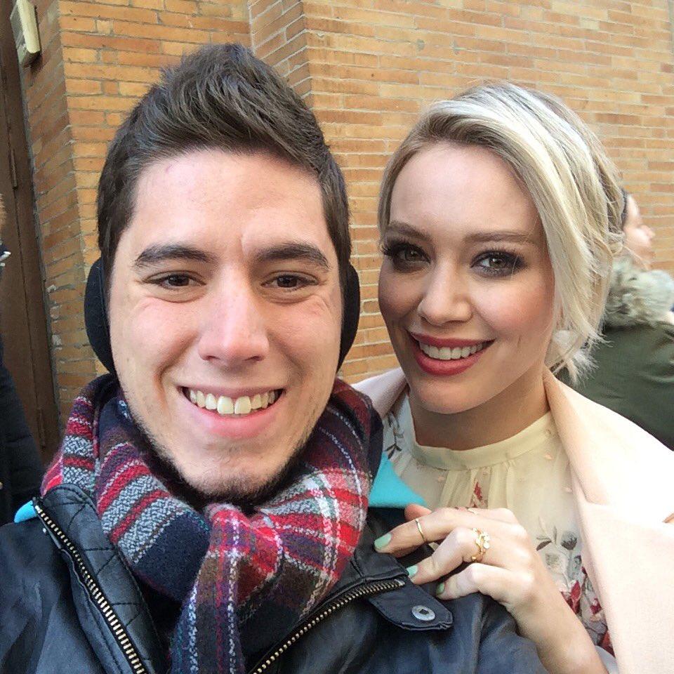 Just met Hilary Duff!  #cantbelieveit #whatdreamsaremadeof @HilaryDuff https://t.co/4EI7LIvyqP