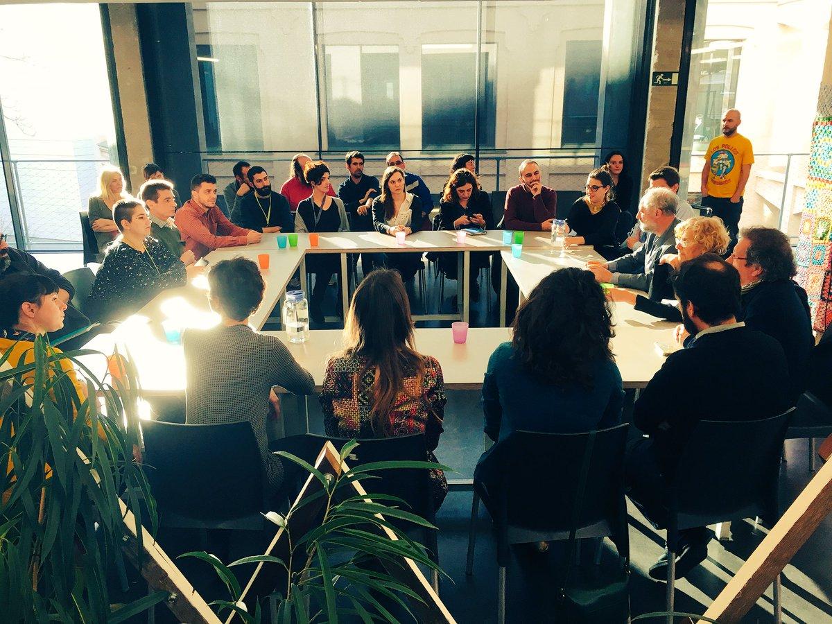 Hoy ha venido a visitarnos @ManuelaCarmena y estamos charlando tranquilamente y contando el proyecto https://t.co/L2dcYuHCBJ