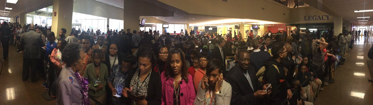 Hundreds here at @JacksonStateU await Clinton's arrival. #msnewsnow https://t.co/tHMChD97LT