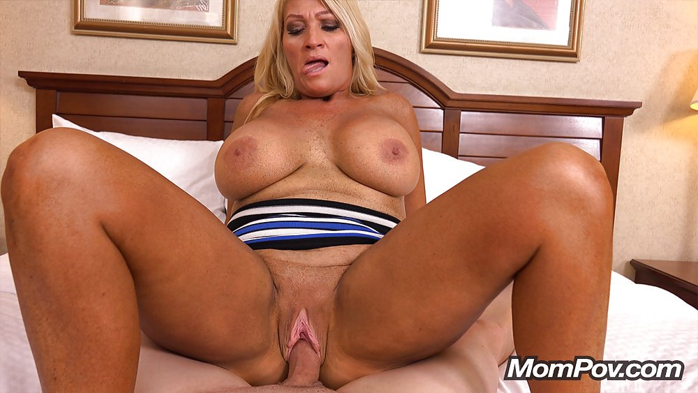 Now thats how it is done on .. RTx6iO50g2 #milf #blowjobs #pussy #hotass #hotmoms