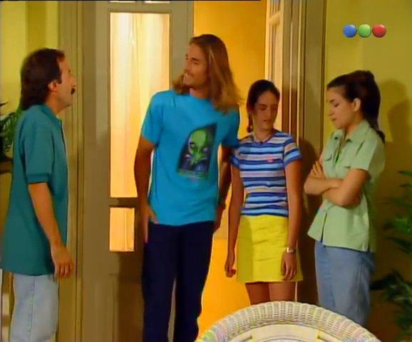 Primer capítulo #naranjaymedia de @telefecom con @sebastianrulli @FrancellaOk @medinaclariok  @RomignaRictus (1997) https://t.co/EWnLH83kiU