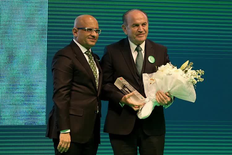 #İBB Başkanı @Kadir__Topbas  @1920yesilay Zümrüdüanka Ödülleri'nde siyaset ödülünü aldı. https://t.co/Gpb01g9fpz https://t.co/JgsLfY1lpm