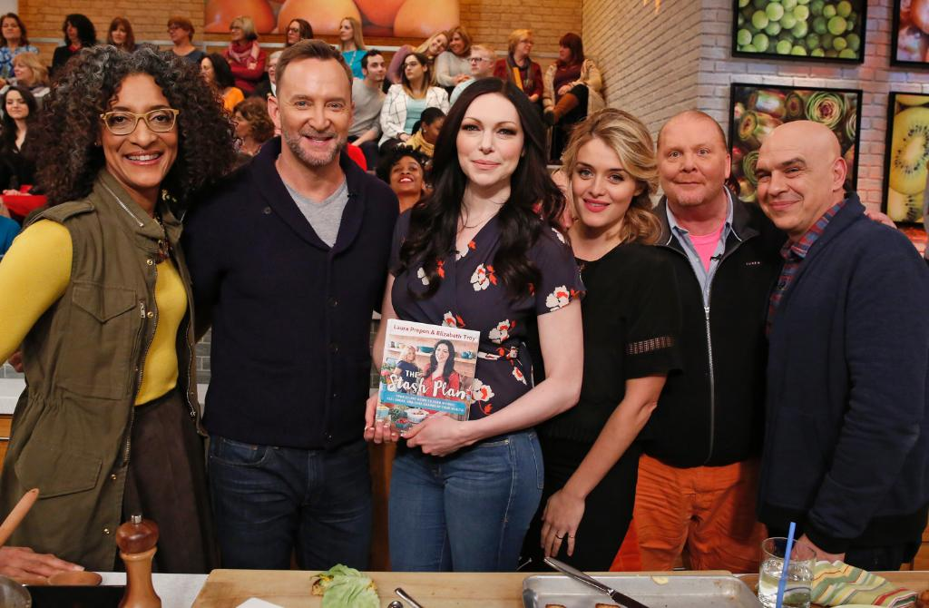 Pass the eats! #OITNB's @LauraPrepon stops by #TheChew with some of her very own dishes from her new cookbook! https://t.co/v6IQ1cnKCW