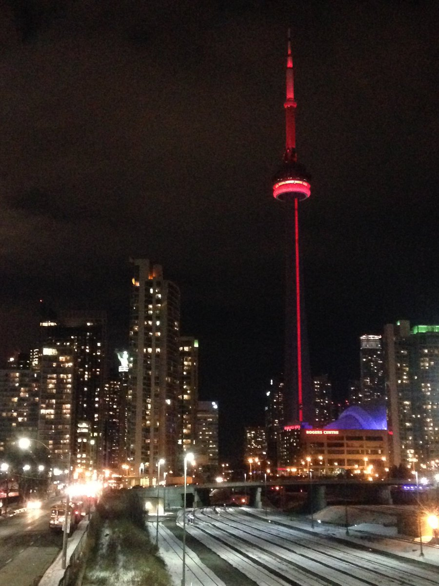 The CN Tower is helping us celebrate #RedCrossMonth! Red looks good on you @TourCNTower https://t.co/ymUxauIDJJ