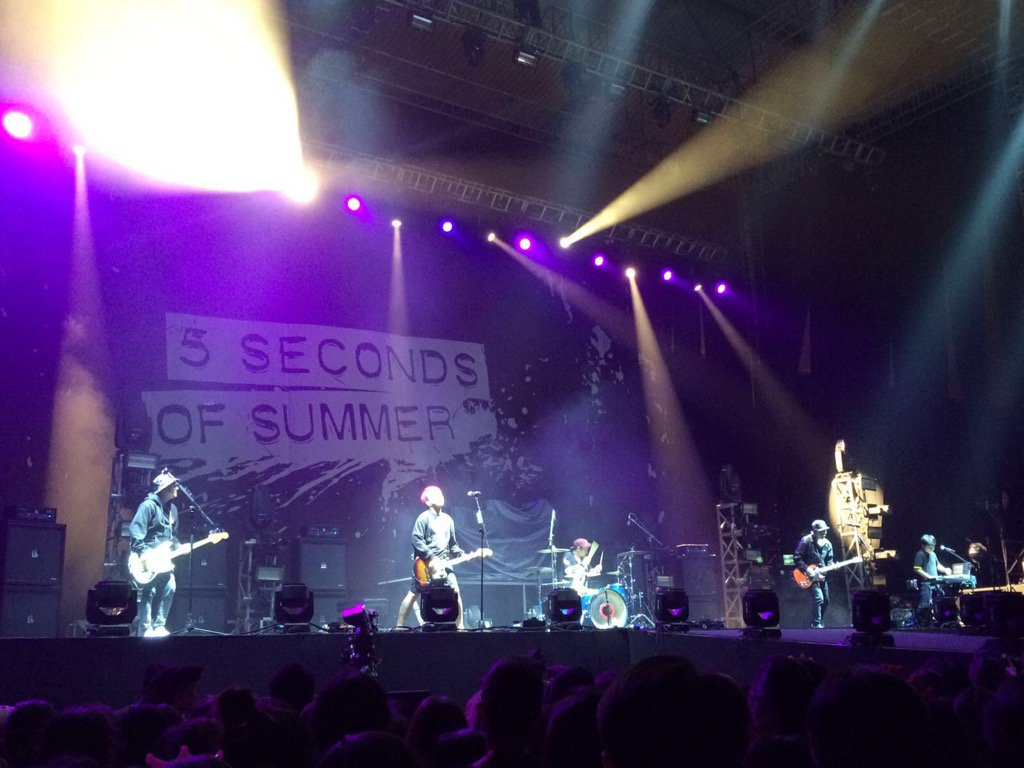 yeeeay @PWGofficial is on stage as opening act for @5SOS ! #SLFLJakarta's started! https://t.co/a5Xu8CC0UR