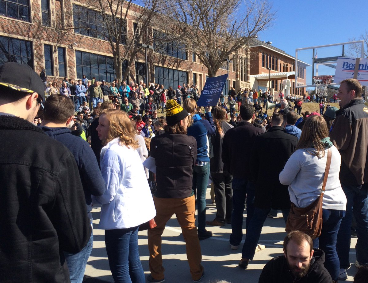 Ran out of ballots at Beals #NebraskaCaucus @BernieSanders ground game. Vote delayed. https://t.co/XbDtqAGgyQ