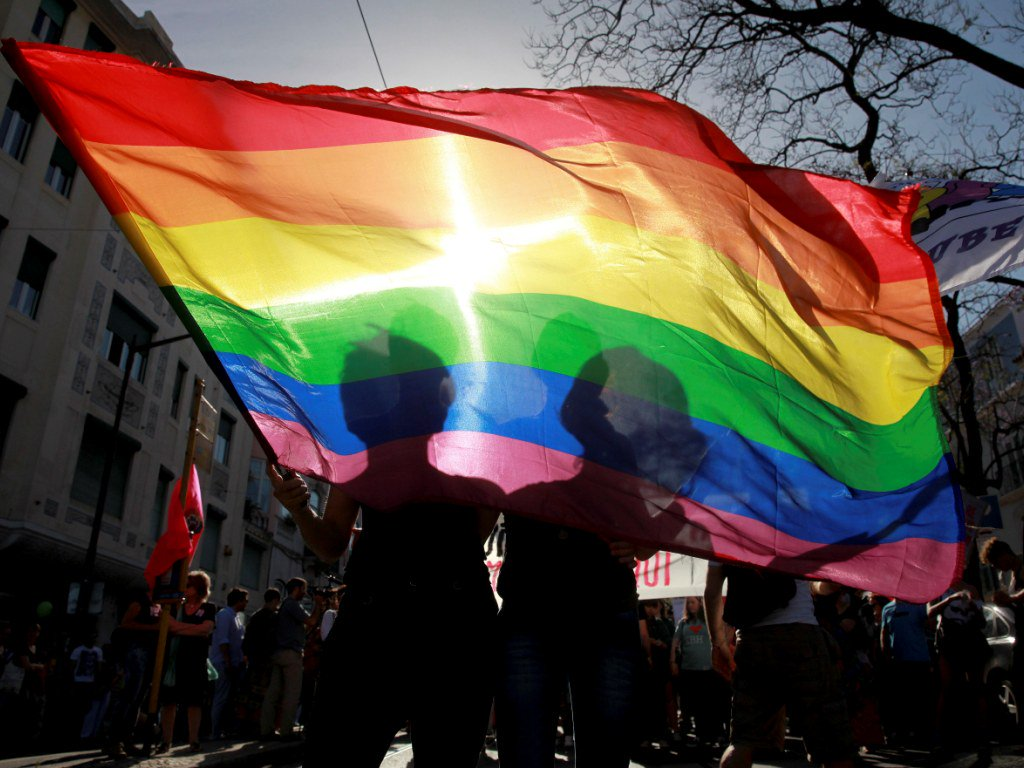 Milhares protestam em Roma contra lei de uniões homossexuais sem adoção https://t.co/cAcyEnwOis https://t.co/ZSS547NJvL