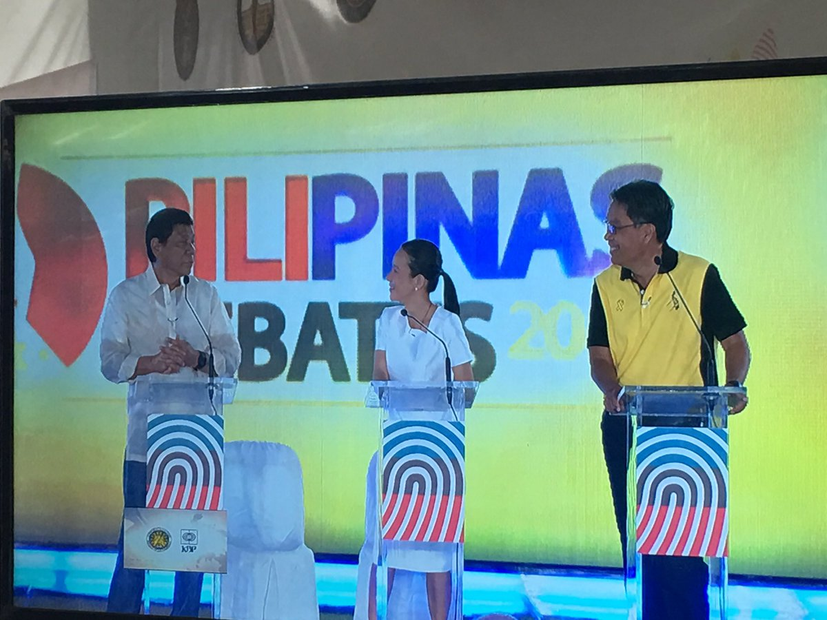Digong to Mar: bat mo inaway (si binay)? Mar: eh gusto nya baguhin rules #PiliPinasDebates2016  https://t.co/8b1QbFgeON | @maeannelosbanos