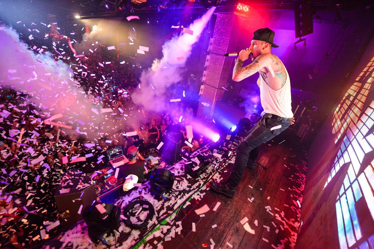 Throwing an epic party with @machinegunkelly LIVE at TAO. #MGK https://t.co/OGM1HsrKv4