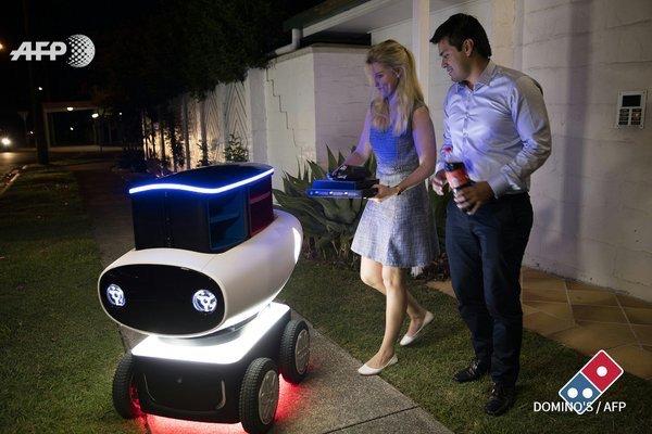 도미노 뉴질랜드 피자배달로봇 테스트마케팅. 1미터 높이 반경 20km, 10판, 보온열기 까지. 바람뚫고 던지는 드론보다 나겠다 (QT AFP) https://t.co/Q3FC7xscr4