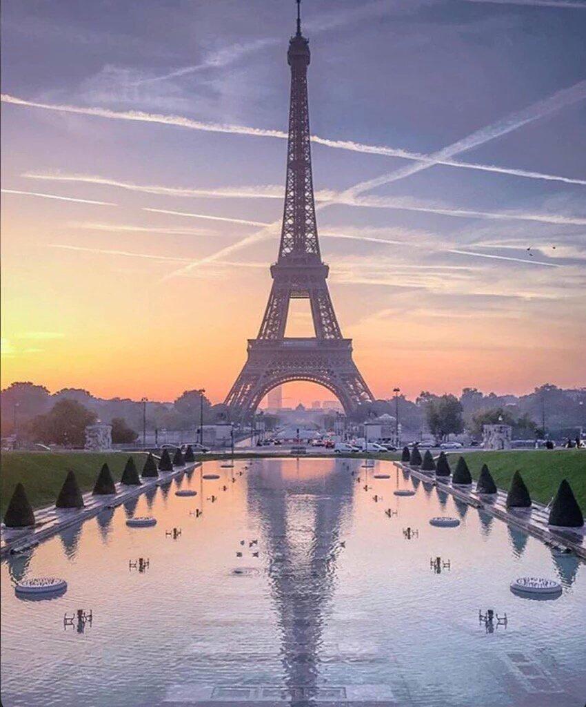 Siempre tendremos París.... https://t.co/mjQwn70cvy