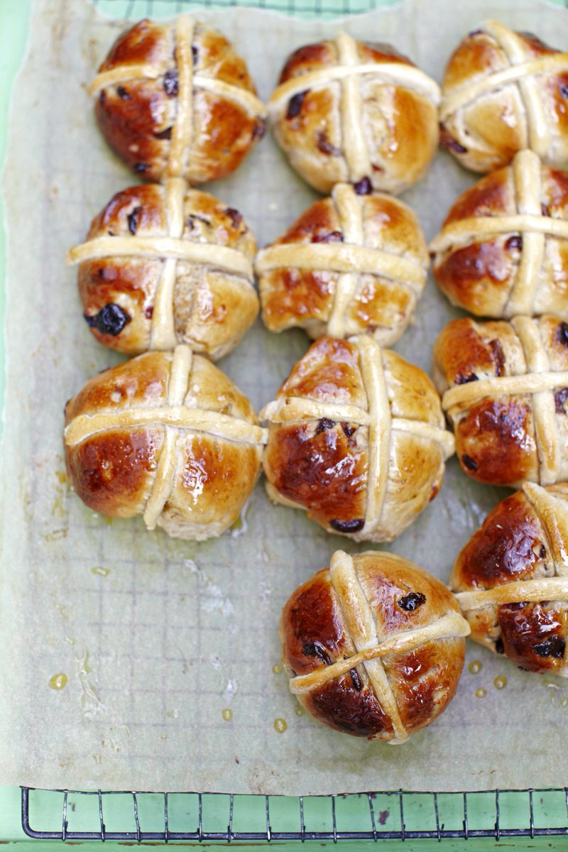 When it comes to #Easter, you can't beat indulging in a sticky #HotCrossBun https://t.co/sB6dlil6ez #RecipeOfTheDay https://t.co/8OcO3GV5tE