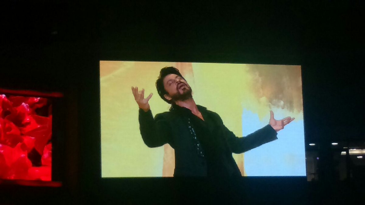 @iamsrk kickstarts his performance with Gerua! #TOIFA2016 #EastFMKenya #Sunrice #AirArabia #KingKhan #SRK https://t.co/4zmCYtGwXk