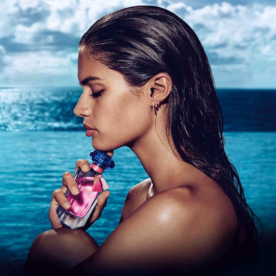 Paradise in a bottle: the new Very Sexy Now. #VSBeauty https://t.co/HSG0QCn8PV https://t.co/gU4yjwR8Ug