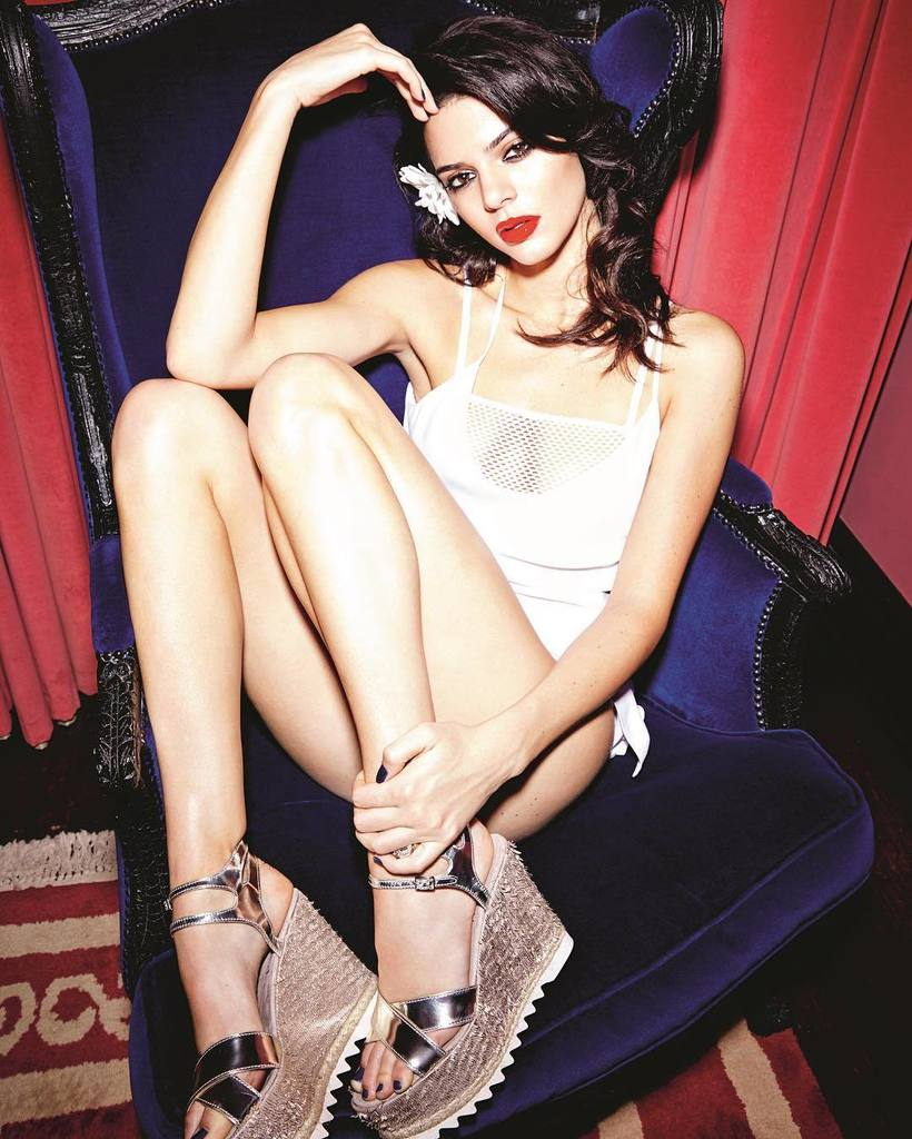 #KendallJenner in the Cara Silk Slip Dress for @thelovemagazine #equipmentfr https://t.co/ZOainA7rCc https://t.co/wuEPed9NrV