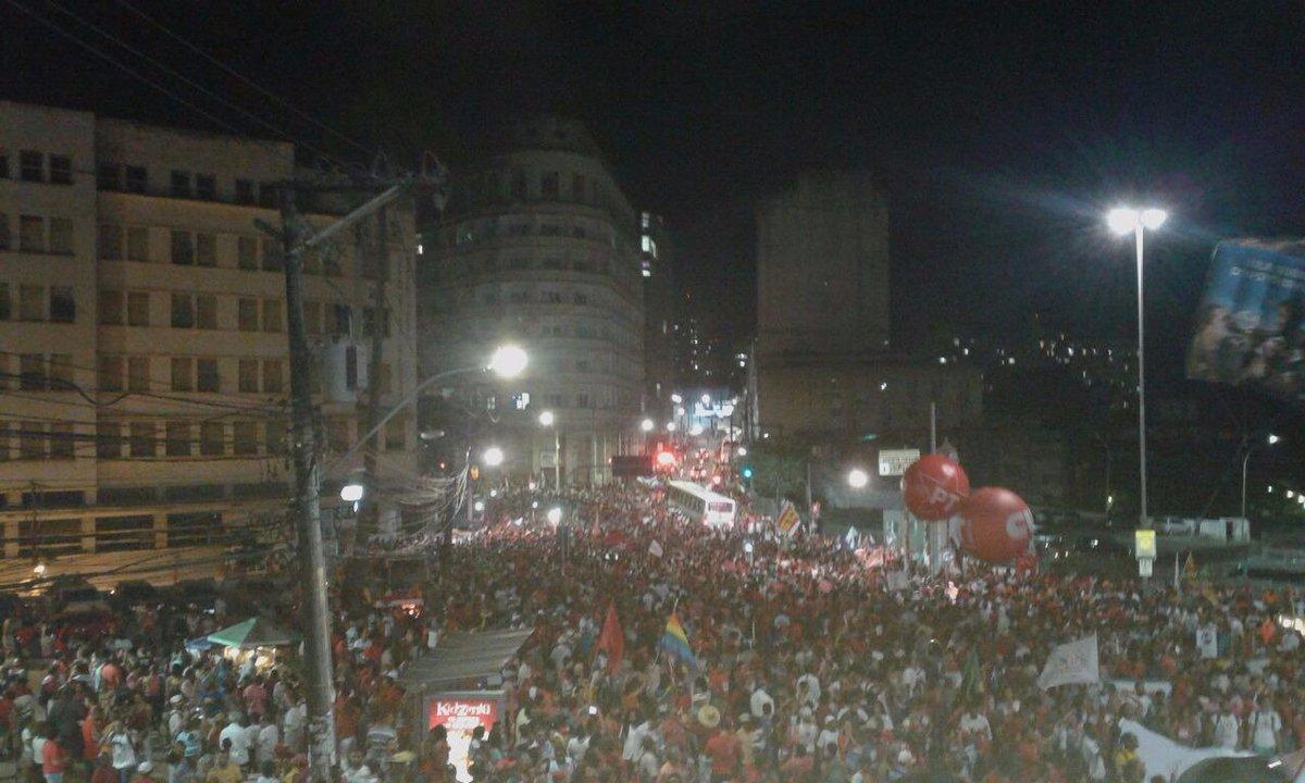 """Mais de 100 mil pessoas na Praça Castro Alves em Salvador dizendo que """"Não vai ter Golpe!"""". #VemPraDemocracia https://t.co/Lh6DA18xKL"""