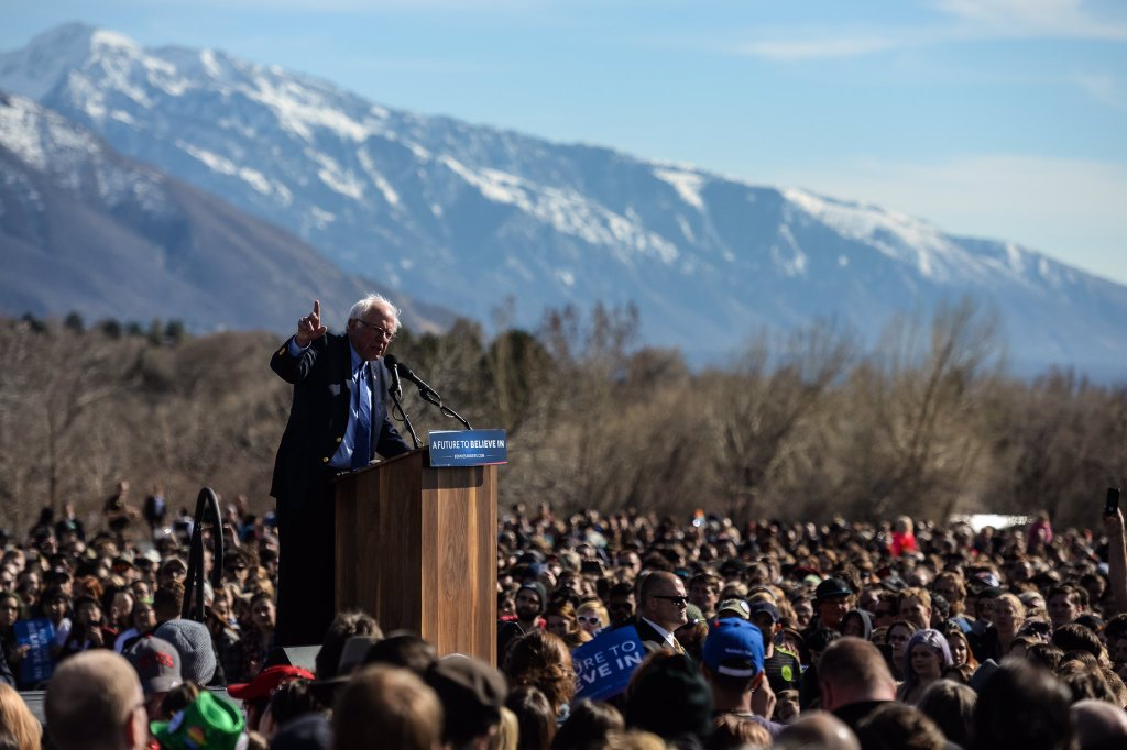 PHOTOS: Thousands of people turn out to support @SenSanders in Salt Lake City https://t.co/0vs74Cqfkz https://t.co/vLOxeF3ceE