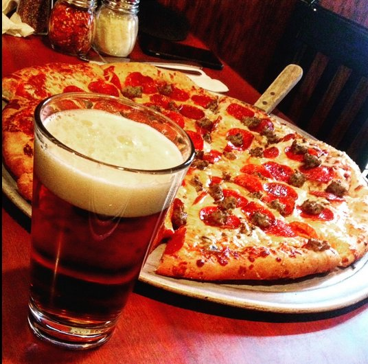 Nothing quite says it's Friday night like a pizza and beer! Photo by @beaverislandstc https://t.co/HNW2BHKlZX