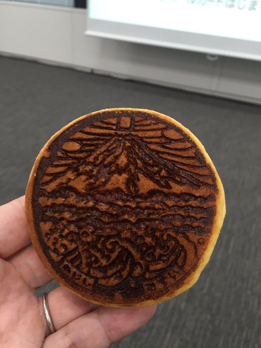マンホールどら焼きの最新作 おなじみの富士市 抹茶味 #マンホールサミット https://t.co/8L5xp8iDl0