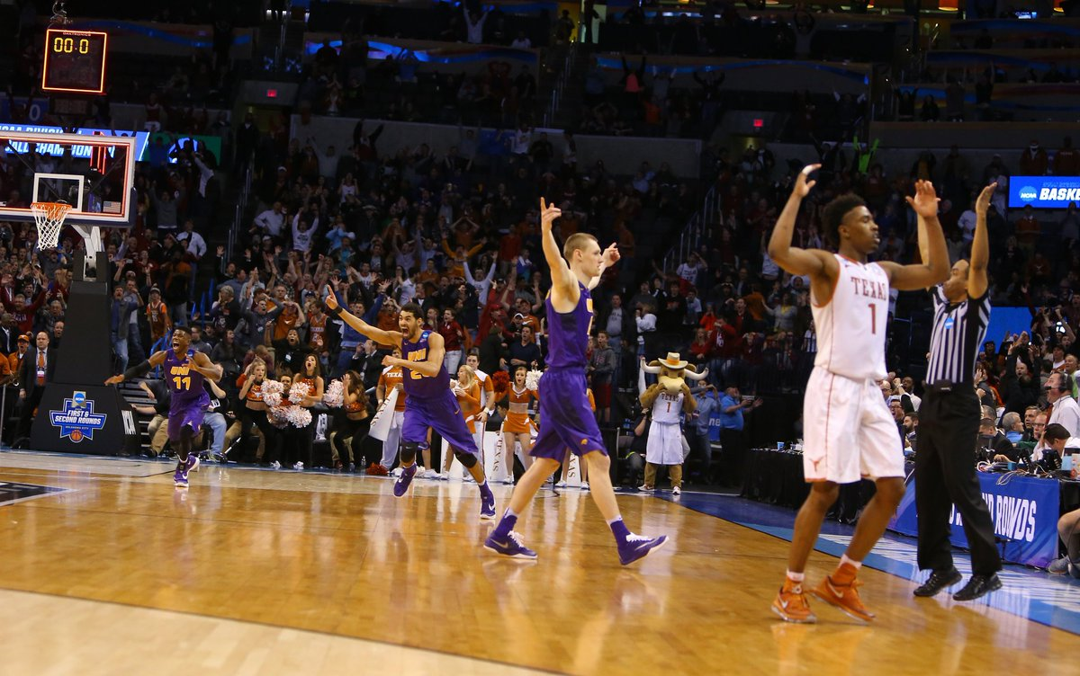 The Panthers are headed to the Round of 32 after a Paul Jesperson half court buzzer beater sinks Texas! #UNIFight https://t.co/XqpNdCkTcv