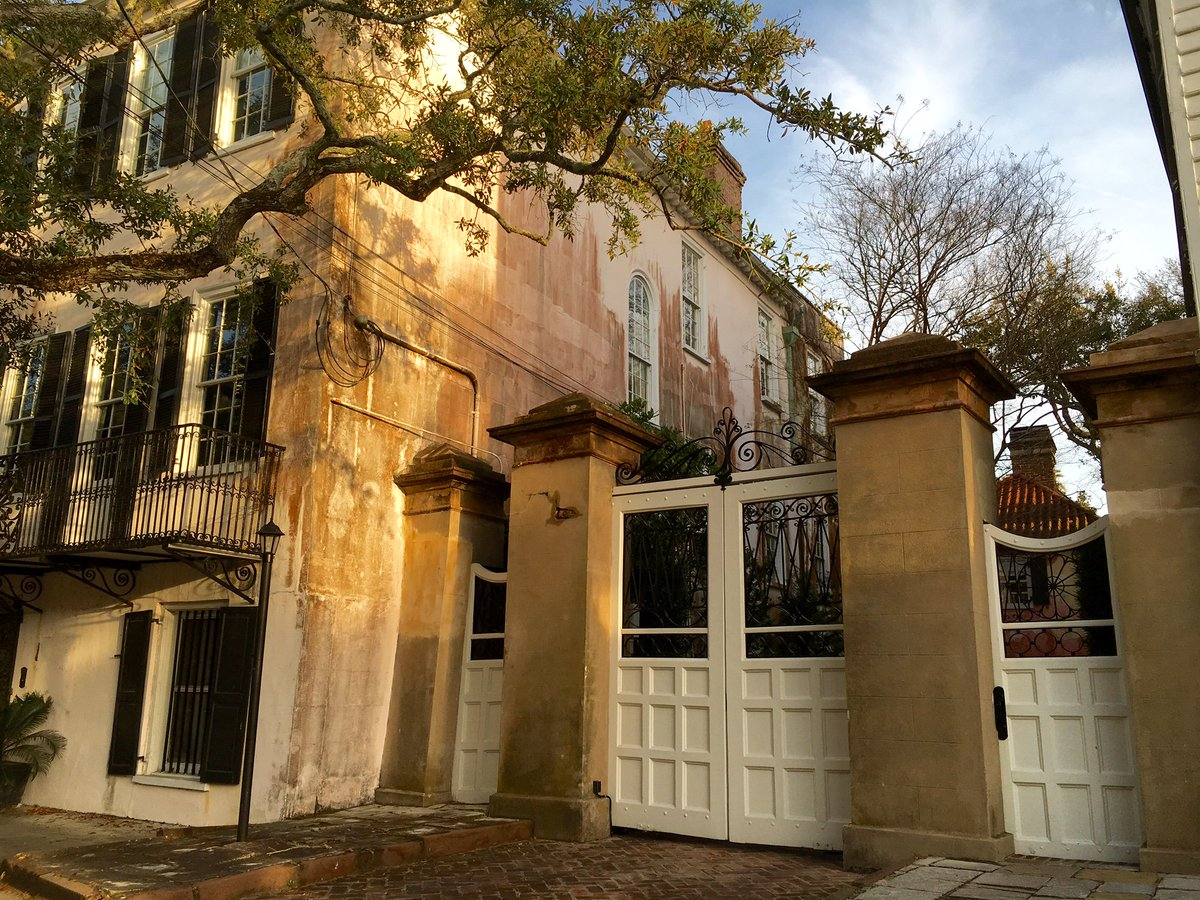 Good morning, #Charleston! No, it's not Europe—just a pic from a stroll South of Broad. #socharleston (