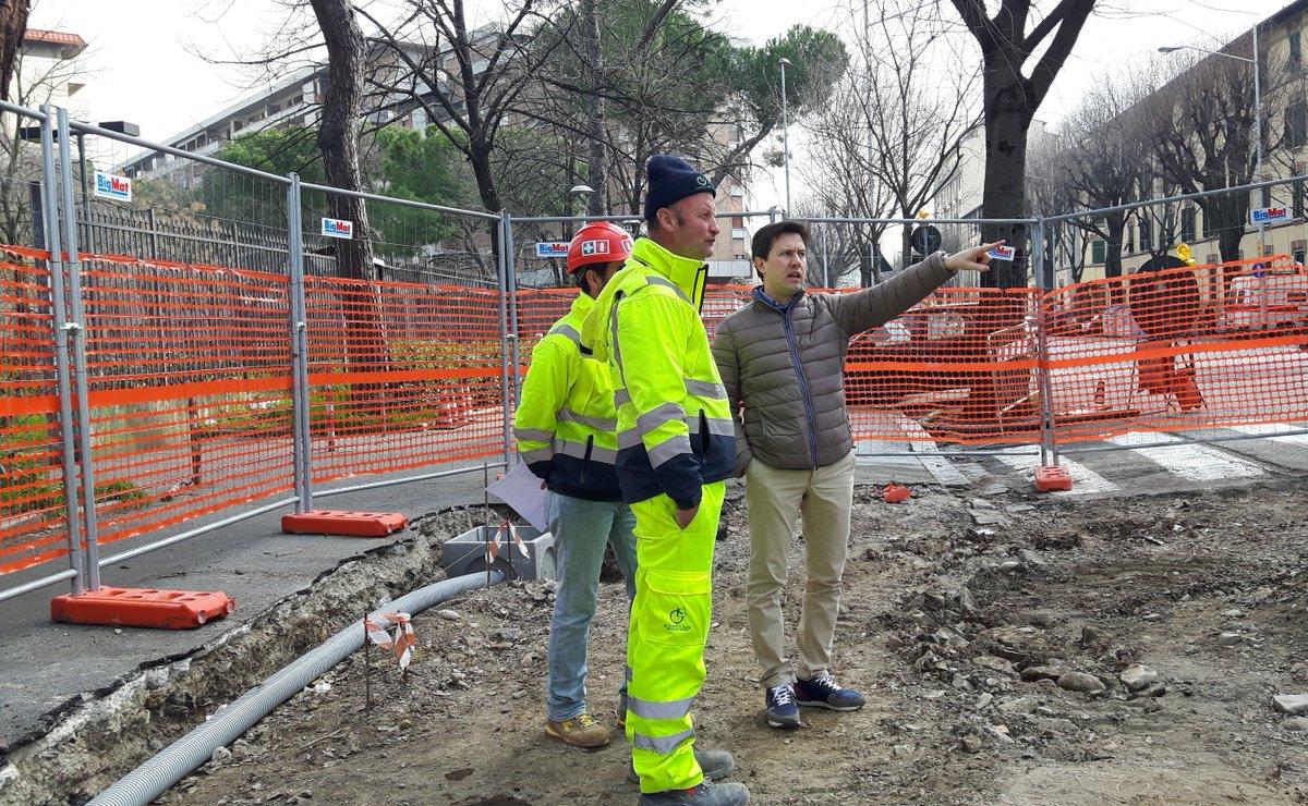 """RT @DarioNardella: Sopralluogo sui cantieri della #tramvia in zona via Circondaria. Controlliamo continuamente il procedere dei lavori http…<a target=""""_blank"""" href=""""https://t.co/qNRPA333Pl""""><br><b>Vai a Twitter<b></a>"""