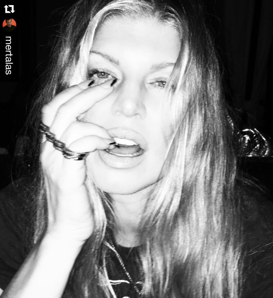 #regram @mertalas: #la #now @fergie #badass https://t.co/dnCr1xQp7n https://t.co/siAy1UJMN1